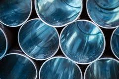 Fondo industriale astratto, tubi blu vuoti del metallo Fotografia Stock