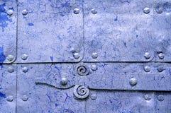 Fondo industriale violetto-chiaro del metallo con la pittura della sbucciatura Fotografia Stock