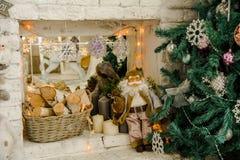 Fondo interior con el árbol de navidad Fotos de archivo libres de regalías