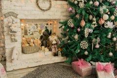Fondo interior con el árbol de navidad Fotos de archivo
