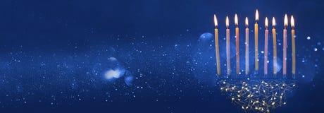 fondo judío de Jánuca del día de fiesta con los candelabros del menorah) Imagen de archivo libre de regalías