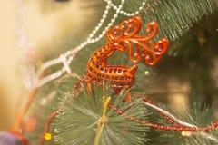 Fondo, juguete de la Navidad en un fondo de la picea verde fotos de archivo libres de regalías