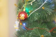 Fondo, juguete de la Navidad en un fondo de la picea verde foto de archivo libre de regalías