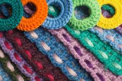 Fondo kniting hecho a mano de la textura de las tiras de las lanas Foto de archivo