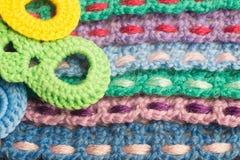 Fondo kniting hecho a mano de la textura de las tiras de las lanas Imagenes de archivo