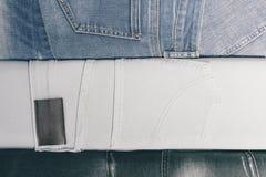 Fondo lacerato differente astratto di struttura delle bande dei jeans fotografie stock libere da diritti