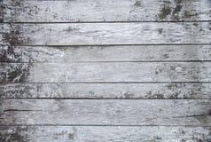 Fondo lamentable blanco y gris viejo de madera pintado, viejo elemento de madera rústico natural del piso de la textura con cierr fotos de archivo