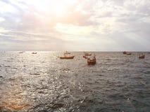 Fondo largo del océano del barco de la cola larga del cielo del mar grande que Imagen de archivo