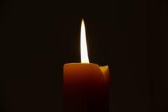 Fondo leggero scuro 499 della candela Immagine Stock