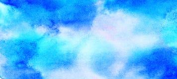 Fondo ligero apacible de la acuarela del color del azul de cielo La acuarela sutil pint? la lona texturizada de papel para el dis imagenes de archivo