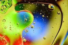 Fondo ligero con la porción de esferas y de burbujas del color foto de archivo