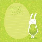 Fondo lindo. Huevo de Pascua adornado del asimiento del conejito de pascua. Imagen de archivo
