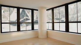 Fondo loopable inconsútil de la sala de estar moderna Fuera de las ventanas hay nieve blanca Paisaje rural detrás almacen de video
