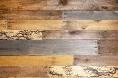 Fondo - los tablones de madera repurposed algunos tienen modelos ardientes de madera de alto voltaje de lichtenberg del relámpago imagen de archivo