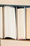 Fondo luminoso dall'insieme dei libri spessi Immagini Stock Libere da Diritti