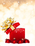 Fondo magico del regalo di Natale con le bagattelle rosse Immagini Stock Libere da Diritti