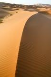 Fondo marroquí de la duna del desierto Imagenes de archivo