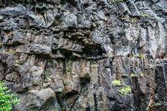 Fondo massiccio delle rocce in Islanda fotografie stock libere da diritti