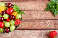 Fondo misto di frutta fresca Spazio della copia e del fuoco selettivo Immagine Stock Libera da Diritti