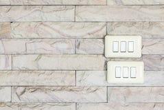 Fondo moderno de la textura de la pared de ladrillo y luz abierta del interruptor deco Imagen de archivo libre de regalías