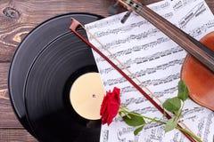 Fondo musicale con attrezzatura d'annata classica Immagini Stock Libere da Diritti