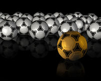 Fondo negro con mucho balón de fútbol Imagen de archivo