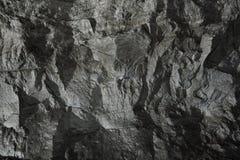 Fondo negro de la piedra de la pared imagenes de archivo