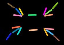Fondo negro de las tizas coloridas Imagen de archivo libre de regalías