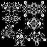 Fondo negro de los elementos del diseño floral Fotos de archivo libres de regalías