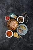 Fondo nero dell'alimento con le spezie Fotografia Stock