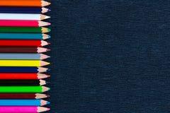 Fondo nero per la presentazione con il confine colourful verticale Fotografie Stock Libere da Diritti