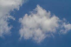 Fondo, nuvole in cielo blu Fotografia Stock