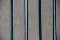 Fondo o struttura grigio astratto con le bande verticali dei colori differenti Fondo grigio con le bande verticali di colore: fotografia stock