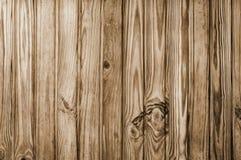 Fondo o textura de madera único del pino Líneas verticales marrón Imagenes de archivo