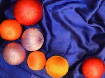 Fondo o textura de seda colorido de la bola Fotos de archivo