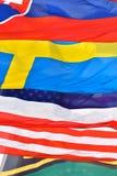 Fondo ofrecido compuesto por diversas banderas nacionales Imagen de archivo libre de regalías