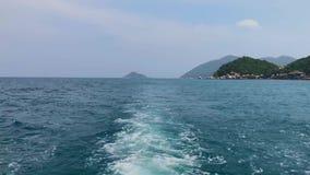 Fondo ondulado azul claro del mar de la naturaleza almacen de metraje de vídeo