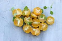 fondo org?nico de la naranja El concepto de bebidas sanas, espacio de la copia, primer foto de archivo libre de regalías