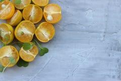 fondo org?nico de la naranja El concepto de bebidas sanas, espacio de la copia, primer imagenes de archivo