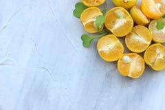 fondo org?nico de la naranja El concepto de bebidas sanas, espacio de la copia, primer foto de archivo