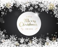 Fondo oscuro de la Navidad con los copos de nieve blancos y de oro Imagenes de archivo
