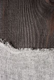 Fondo oscuro de madera y de la estopilla Foto de archivo libre de regalías