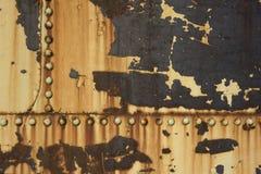 Fondo oxidado del metal con los remaches Fotografía de archivo libre de regalías