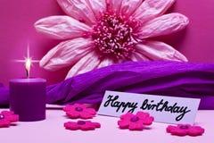 Fondo púrpura con el texto para el cumpleaños Fotografía de archivo