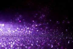 Fondo púrpura de la magia del brillo Luz Defocused y lugar enfocado libre para su diseño foto de archivo libre de regalías