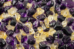 Fondo púrpura y amarillo de la gota Fotos de archivo libres de regalías