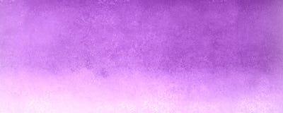 Fondo púrpura y blanco oscuro con textura del vintage y porciones de grunge aherrumbrado, de contexto elegante y hermoso hermoso Imagen de archivo libre de regalías