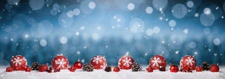 Fondo panorámico de los ornamentos de la Navidad imagen de archivo
