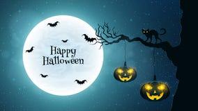 fondo para Halloween Paseos de gato negro a través del árbol Los palos vuelan contra la perspectiva de la Luna Llena Calabazas w  Fotografía de archivo libre de regalías