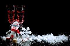 Fondo para los vidrios de los regalos de la Navidad de vino y de deco del Año Nuevo Imagenes de archivo
